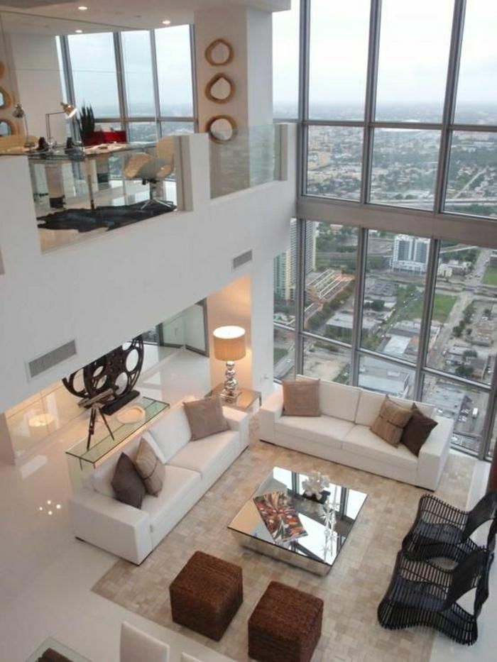 esprit-loft-petite-table-basse-design-ikea-table-basse-en-verre-tapis-beige-canapé-blanc