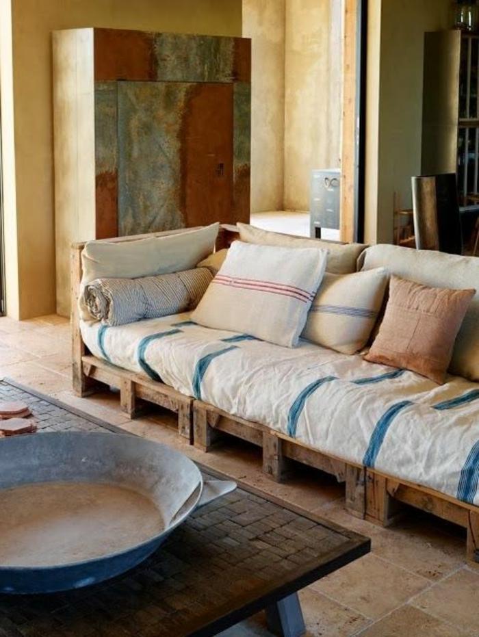 fabriquer-des-meubles-avec-des-palette-canape-palette-salon-meuble-en-palette