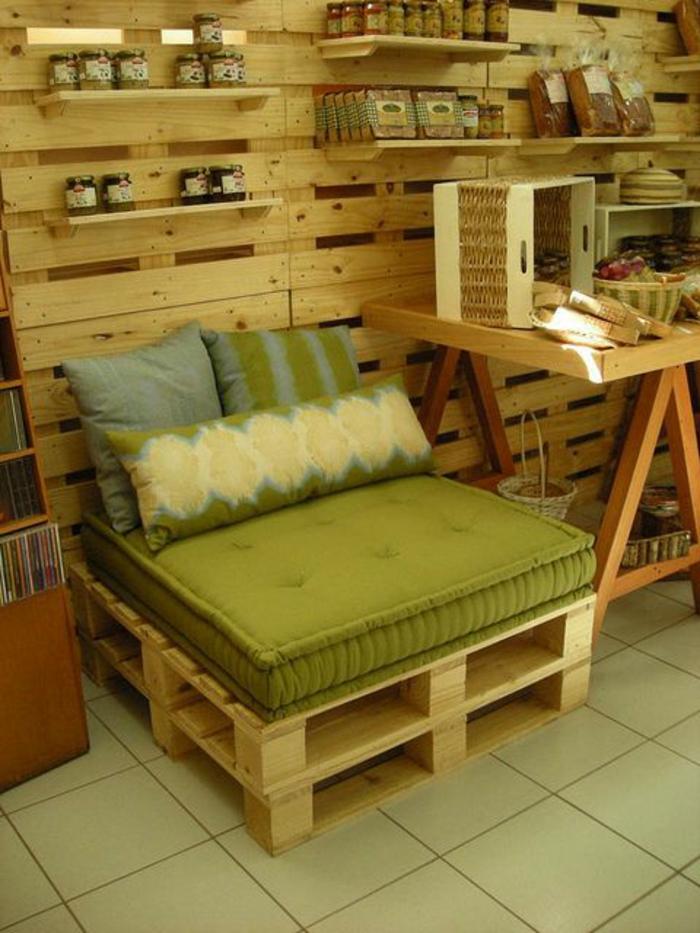 le fauteuil en palette est le favori incontest pour la saison. Black Bedroom Furniture Sets. Home Design Ideas