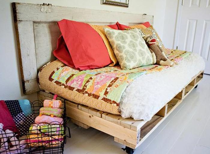 fauteuil-en-palette-meuble-en-palette-fabriquer-des-meubles-avec-des-palette-salon-avec-meubles-en-palette