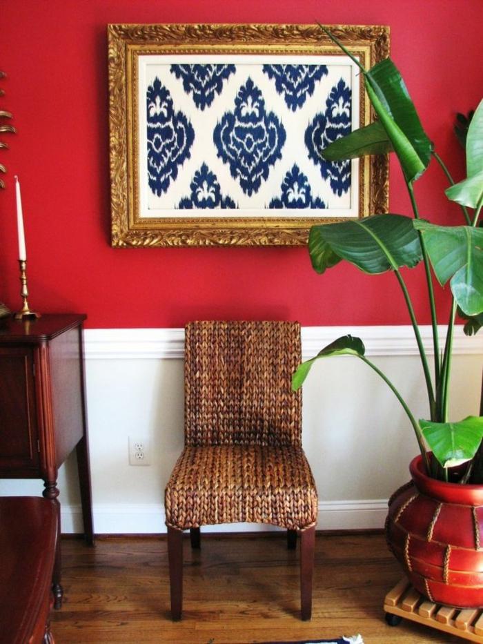 feng-shui-mur-rouge-aménagement-feng-shui-pour-le-salon-chaise-en-bois