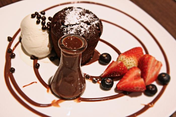 fondant-au-chocolat-nestlé-coulant-chocolat-beau-arangement-assiede