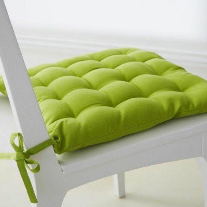 galette-de-chaise-déhoussable-coloré-vert-comment-décorer-la-chaise-dans-la-cuisine