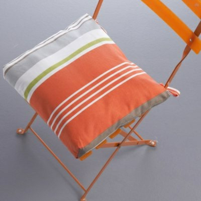galette-de-chaise-déhoussable-design-original-chaise-en-fer-orange-idée-originali-choisir-une-galette-de-chaise