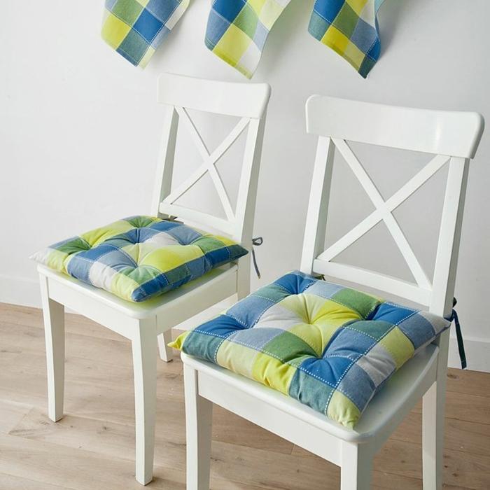 galettes-de-chaises-colorés-galettes-de-chaises-pas-cher-colorés-chaises-en-bois-blanc