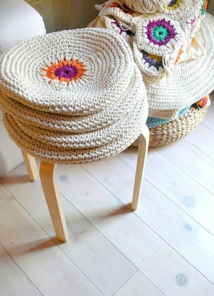 galettes-de-chaises-rondes-colorées-galettes-de-chaise-ikea-design-original