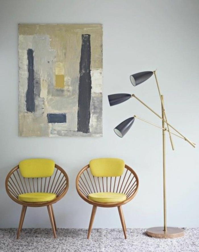 galettes-de-chaises-rondes-de-couleur-jaune-chaise-butterfly-en-bois-lampe-de-salon