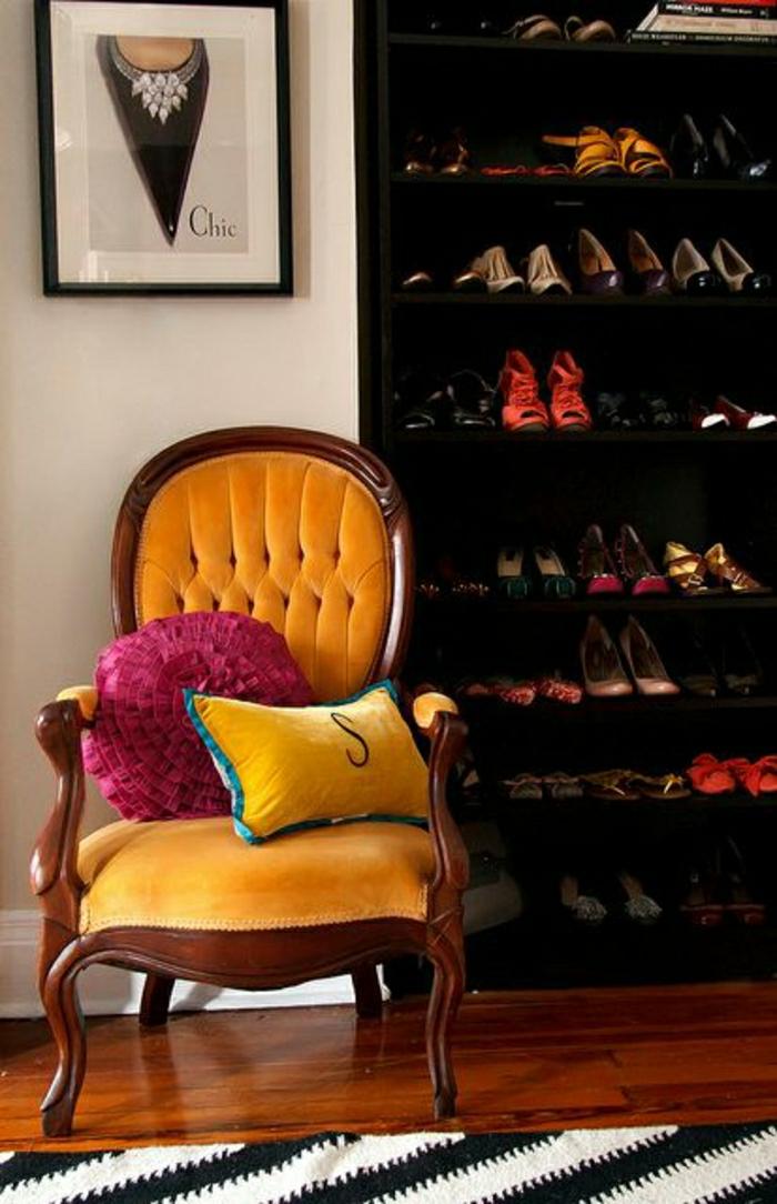galettes-de-chaises-rondes-idée-comment-décorer-les-chaises-de-salon-fauteuil-jaune
