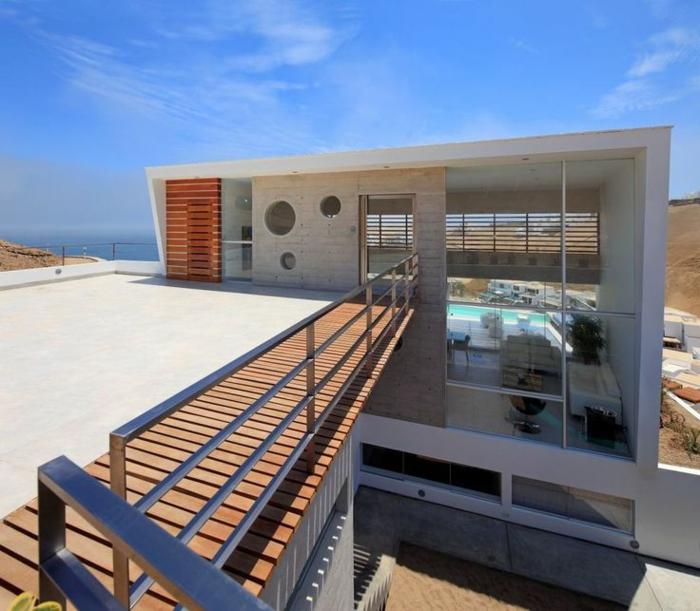 garde-corps-extérieur-métallique-grande-toit-terrasse-villa-blanche