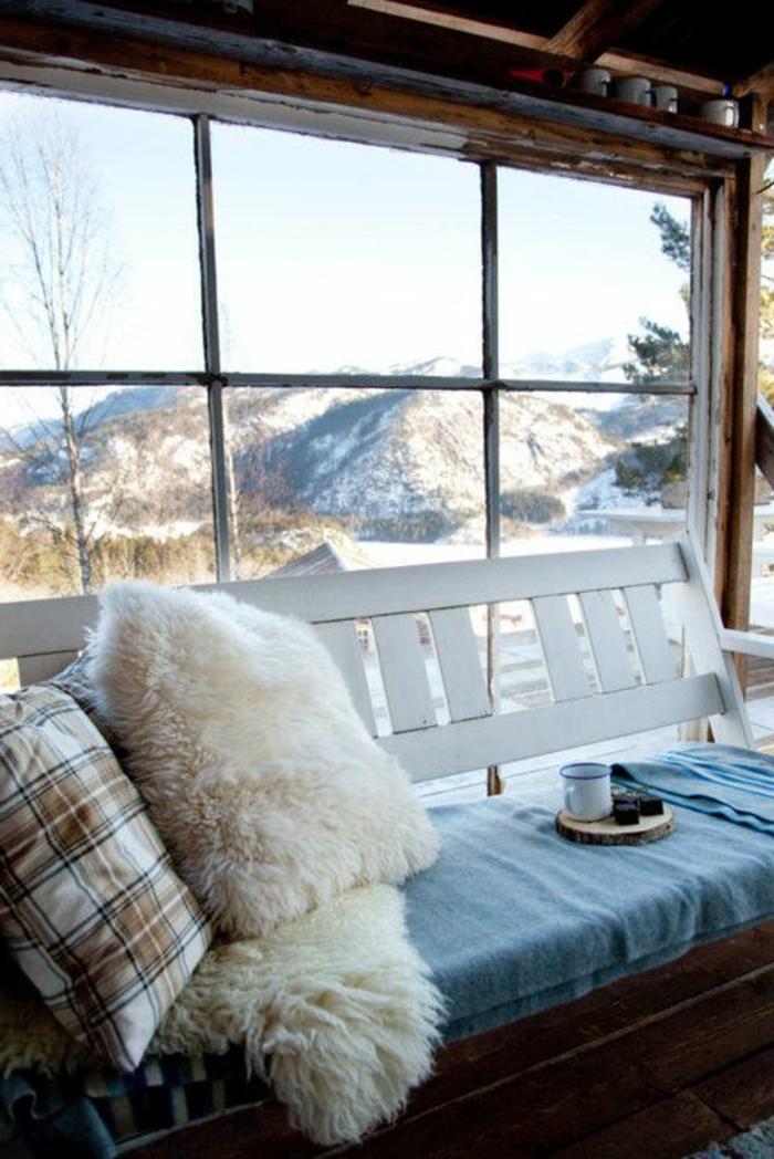 grande-fenetre-de-votre-chalet-en-bois-habitable-dans-la-montagne-belle-vue