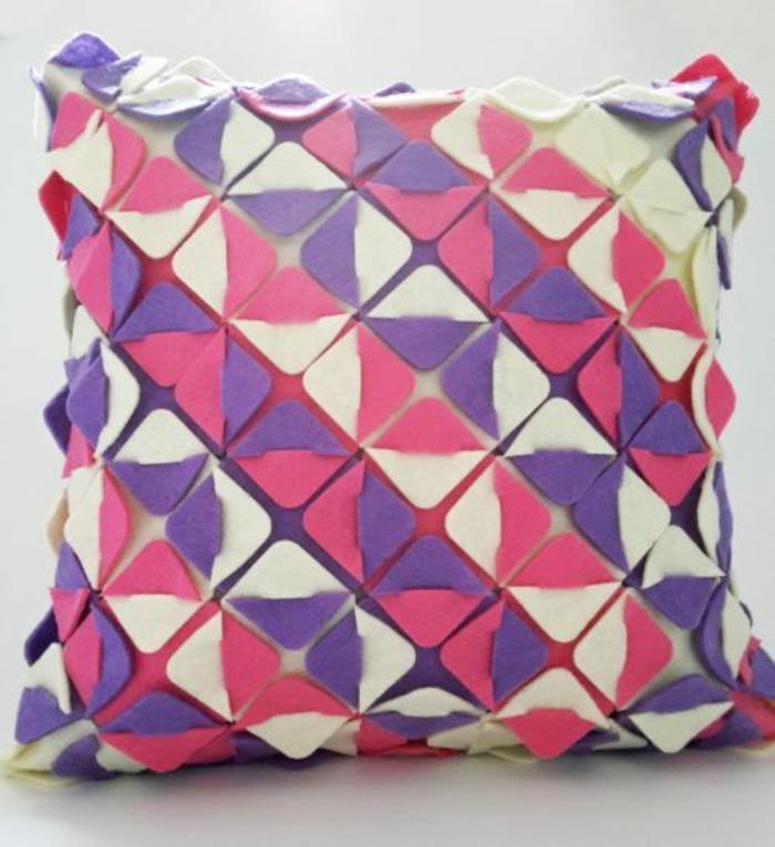 housse-de-coussin-origami-en-blanc-et-pourpre