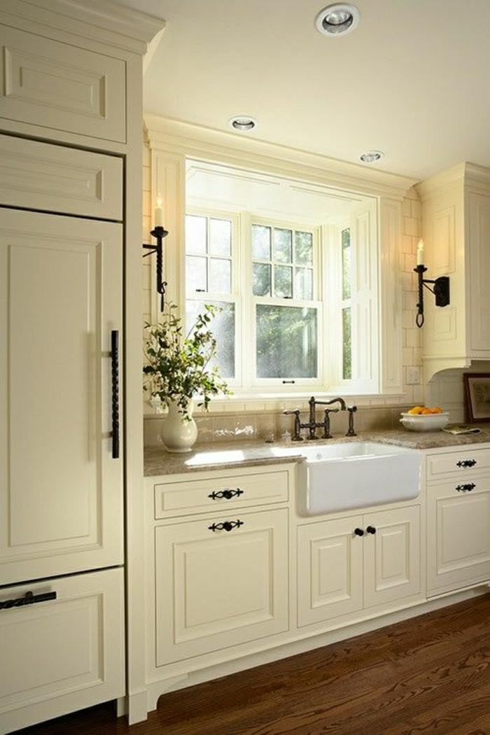 idée-couleur-cuisine-blanche-sol-en-parquet-massif-meubles-blancs-parquet