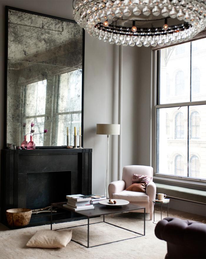 idées-deco-loft-new-yorkais-paris-lustre-baroque