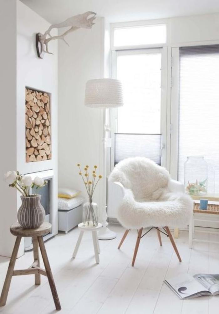 intérieur-scandinave-meubles-scandinaves-une-chaise-blanche-dans-le-salon-de-couleur-taupe
