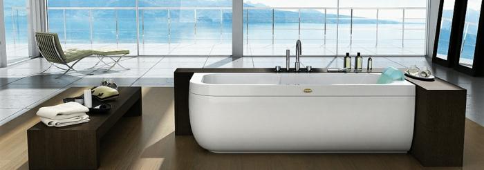 jacuzzi-baignoire-baignoire-d-angle-vue-avec-la-mer-et-montagne