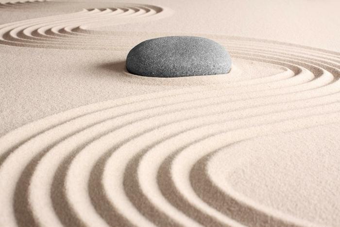 jardin-zen-japonais-idées-extérieur-peinture-sable