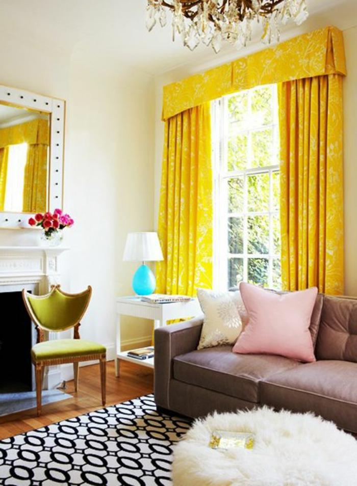 joli-salon-plein-de-lumière-rideaux-occultants-de-couleur-jaune-rideau-occultant-canapé-beige
