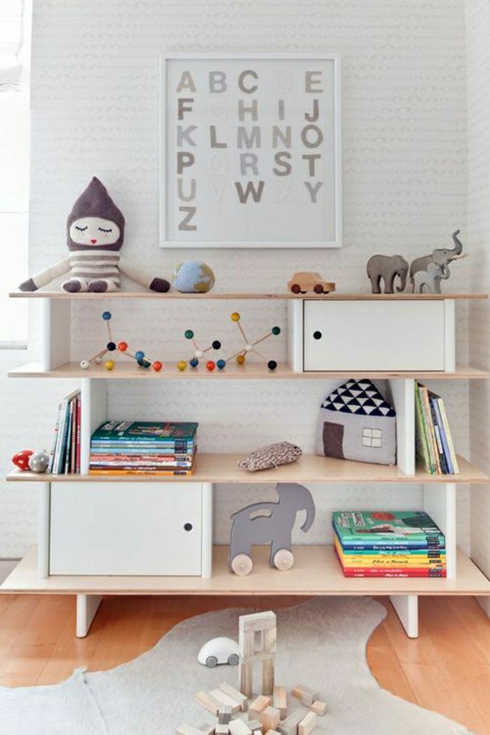 jouets-en-bois-beau-buffet-bois-pour-la-chambre-d'enfant