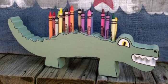 jouets-en-bois-crocodile-support-de-crayons