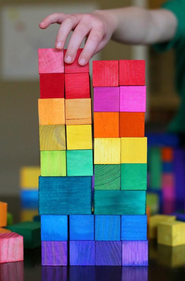 jouets-en-bois-cubes-colorés