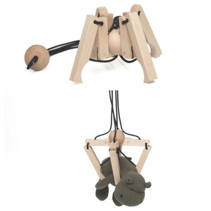 jouets-en-bois-une-araigne-piedst-rattrappants