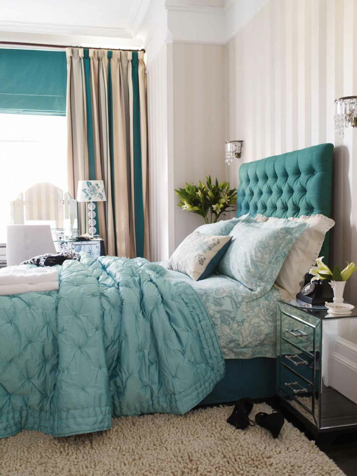 la-plus-belle-chambre-à-coucher-avec-rideaux-occultants-beiges-bleus-tapis-beige