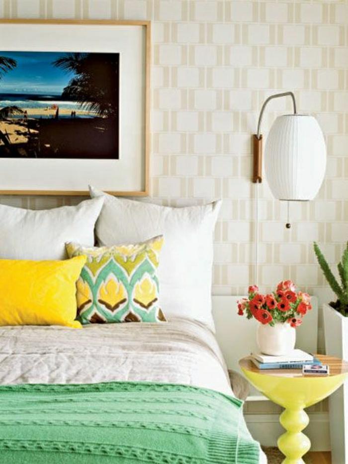 la-plus-belle-chambre-a-coucher-de-couleur-pastel-mur-beige-linge-de-lit-jaune-vert