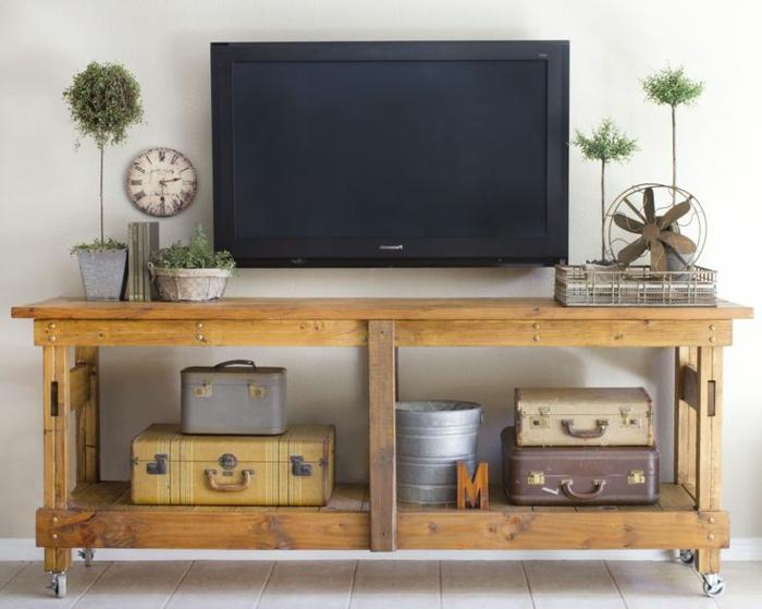 la-salle-de-séjour-style-industriel-meuble-tv-sur-bois-valise-vintage