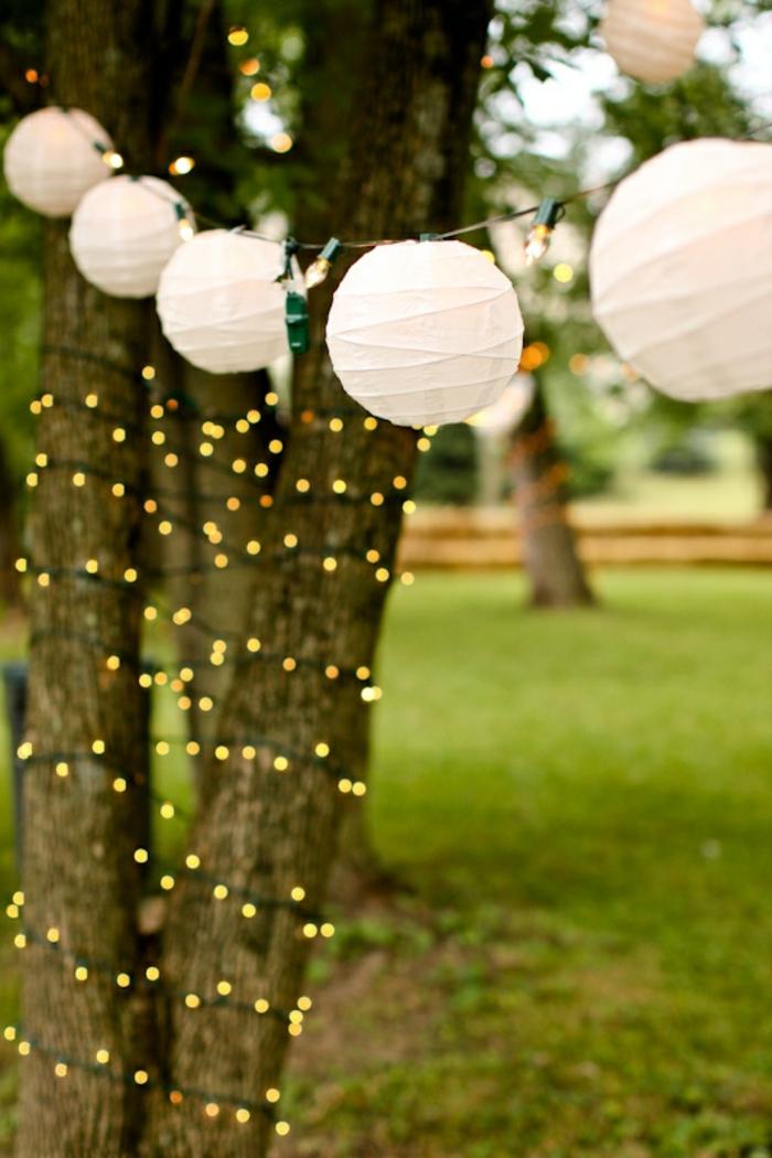lampions-papier-blancs-decoration-de-jardin-avec-lanterne-papier-blancs