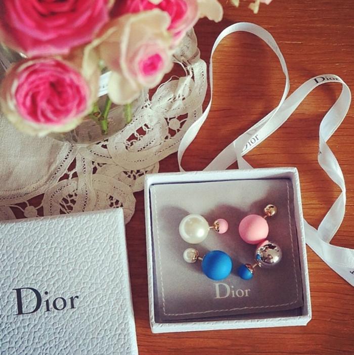 le-boucle-d-oreille-perle-blanche-dior-bijoux-different-couleurs