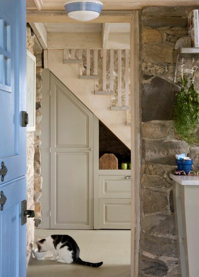 le-meuble-escalier-etagere-escalier-aménagement-sous-escalier-le-chat-qui-mange
