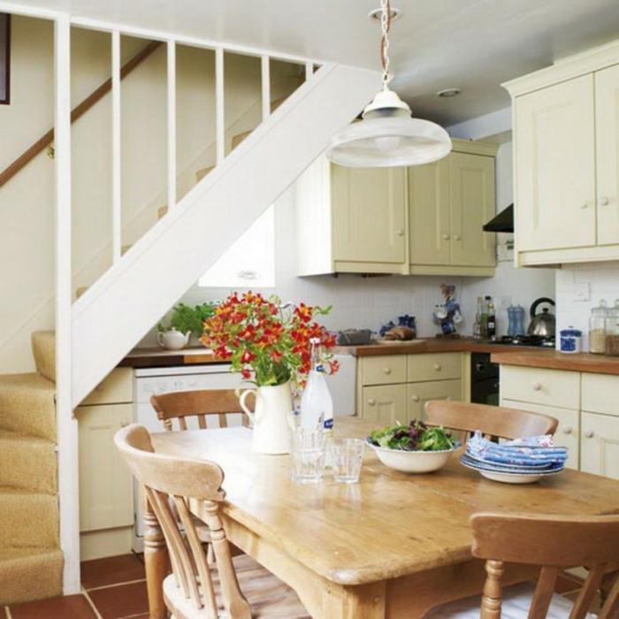 le-meuble-escalier-etagere-escalier-aménagement-sous-escalier-tapis-d-escalier
