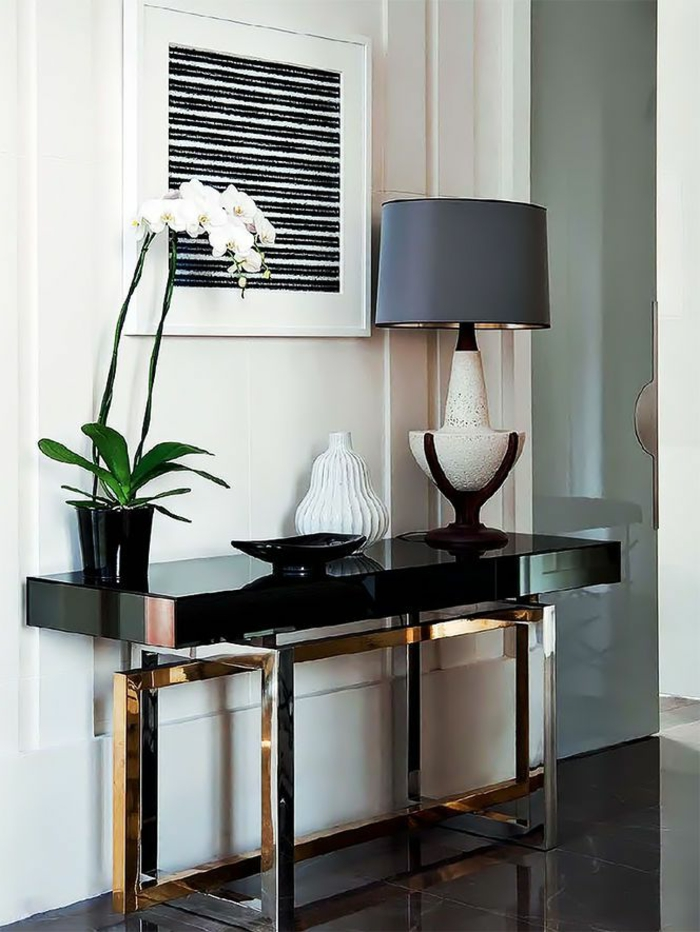 les-meubles-bahut-laqué-noir-salle-de-séjour-fleur-lampe