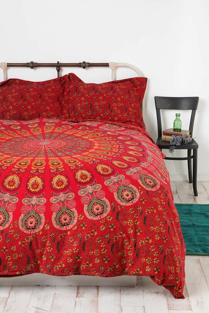 linge-de-lit-couverture-couleur-carmin-parquet-couverture-de-lit-couleur-amarante