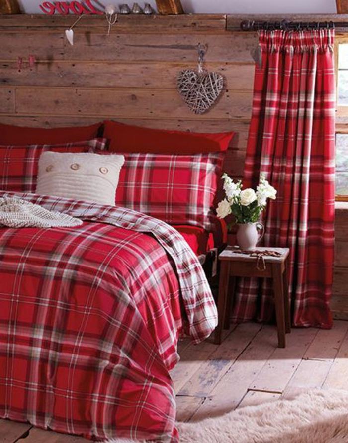 linge-de-lit-couverture-couleur-carmin-parquet-couverture-de-lit-couleur-pourpre