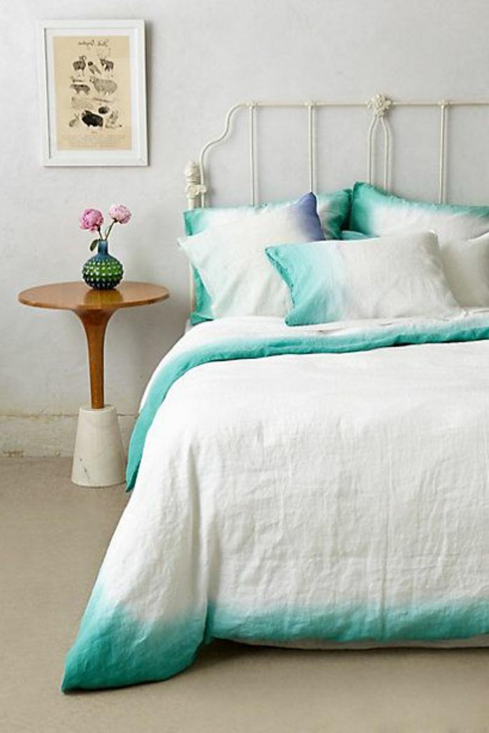 linge-de-lit-en-lin-abordé-de-couleur-verte