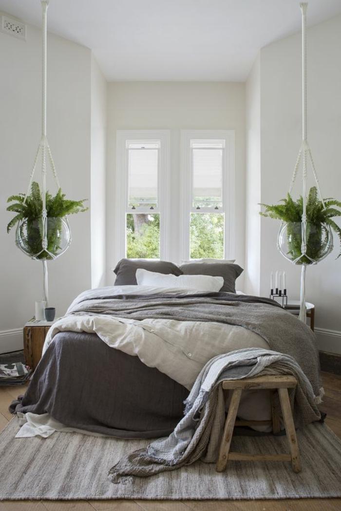 linge-de-lit-en-lin-deux-pots-de-fleurs-suspendus