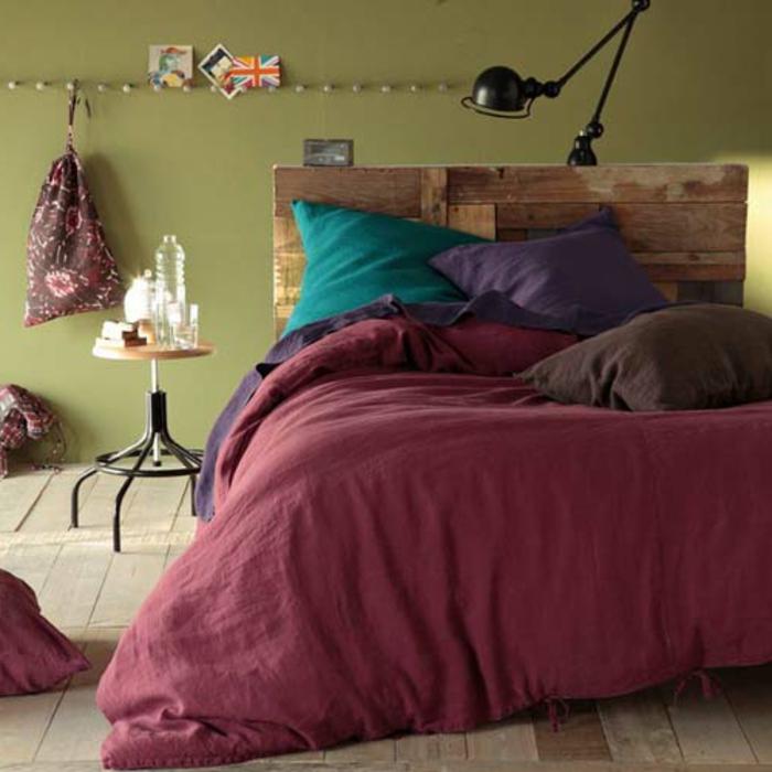 linge-de-lit-en-lin-lavé-coussin-turquoise