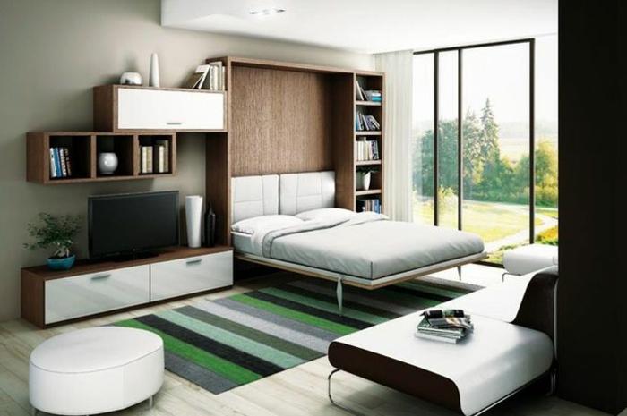 lit-d-appoint-pliant-lit-pliant-tapis-coloré-a-rayures-vert-beige-noir-parquet-en-bois