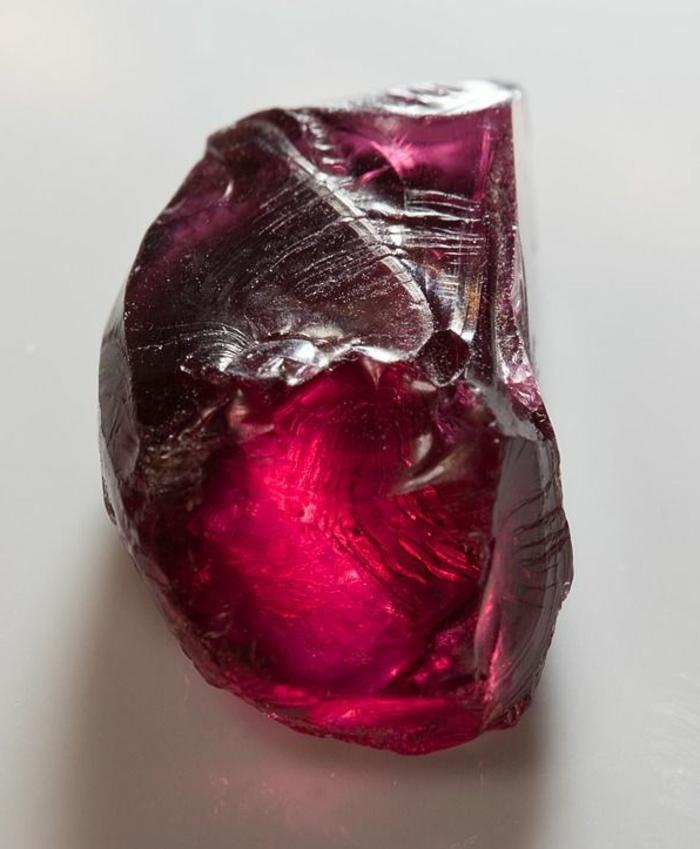 lithothérapie-rhodolite-jolie-pierre-rouge-à-vous-inspirer
