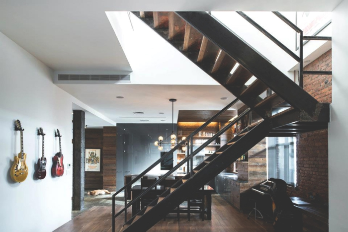 location-new-york-loft-hostel-deco-escaliers-colimacons