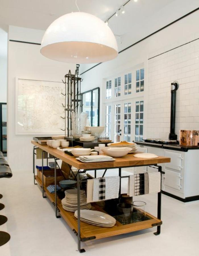 lustre industriel, grande suspension blanche dans une cuisine ...