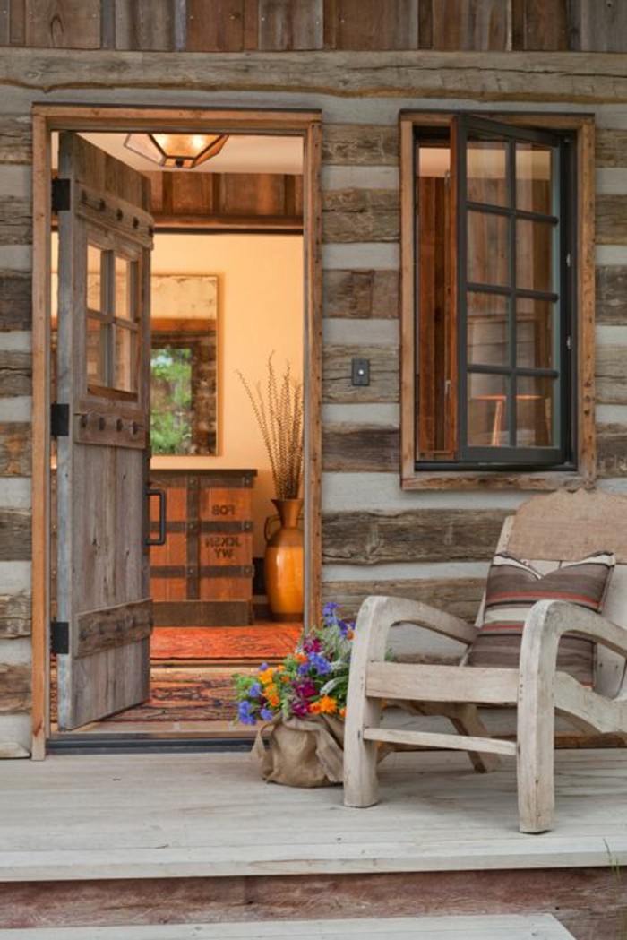 maison-bois-en-kit-chaise-en-bois-sol-en-plancher-extérieur-en-bois-massif-maison-champetre