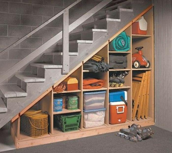 meuble-en-escalier-meuble-sous-comble-étagère-escalier-rangement