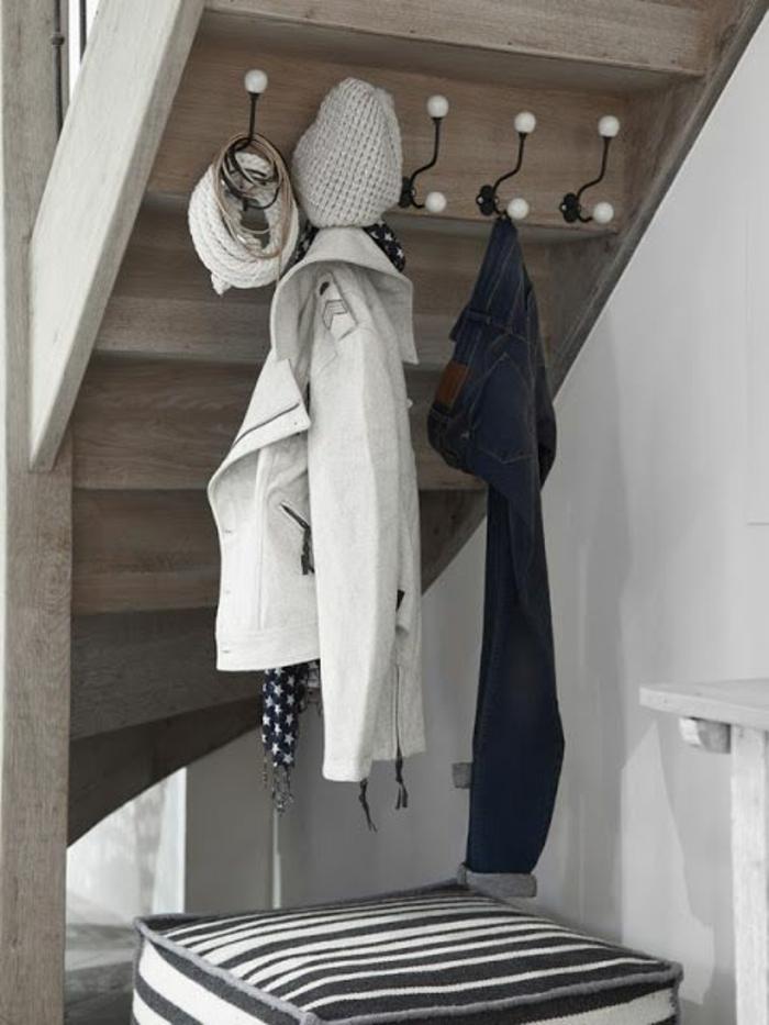 meuble-en-escalier-meuble-sous-comble-étagère-escalier-vetements