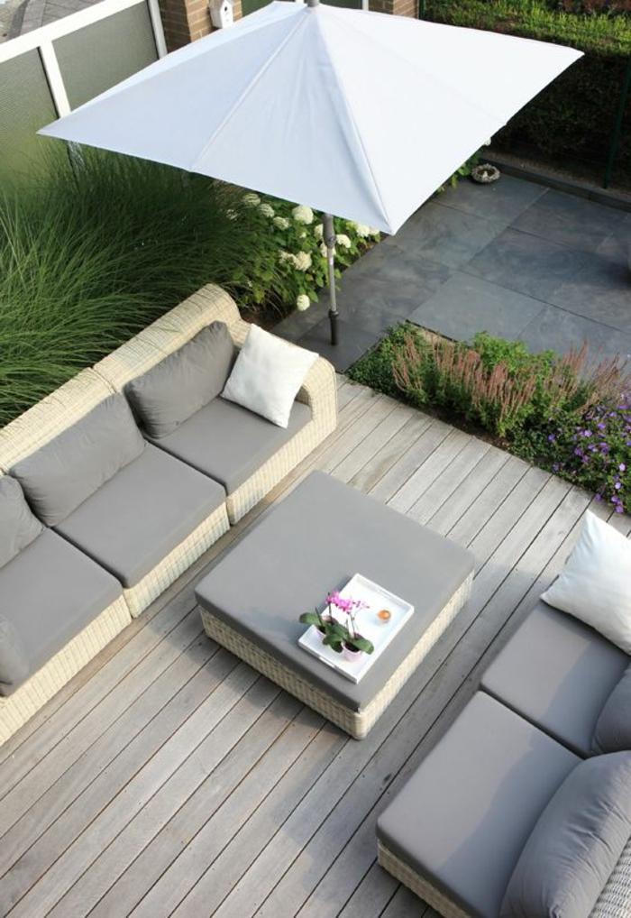 meubles-de-jardin-gris-sol-en-plancher-joli-jardin-parasol-rectangulaire-grise