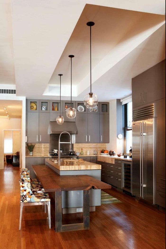 meubles-en-bois-brut-comptoir-dans-une-cuisine-contemporaine