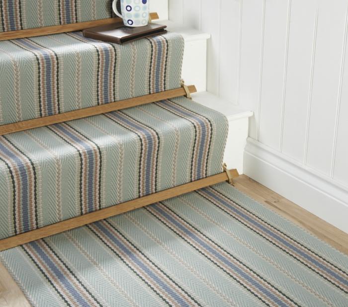 moquette-d-escalier-pas-cher-de-couleur-bleu-ciel-escalier-en-bois-tapis-pour-escalier