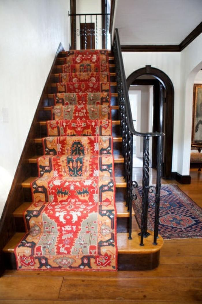 moquette-escalier-leroy-merlin-tapis-escalier-en-bois-dans-le-couloir-moderne