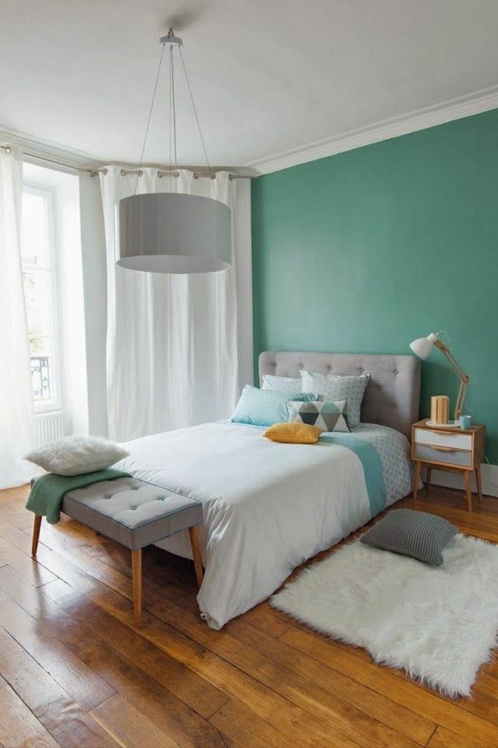 mur-bleu-pastel-parquet-dans-votre-chambre-a-coucher-lustre-blanc-dessin-pastel